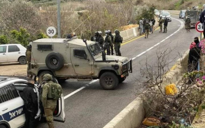 مستوطن يحاول دعس عدة مواطنين شمال نابلس