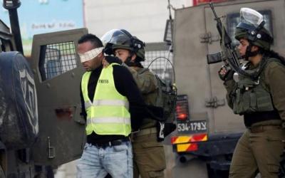 القدس: اعتقال شابين واقتحام منزل عضو إقليم