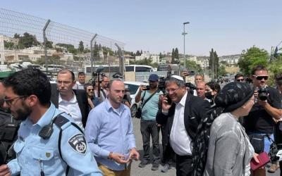 الاحتلال يعتدي على أهالي حي الشيخ جراح والمتضامنين ويعتقل ثلاثة منهم